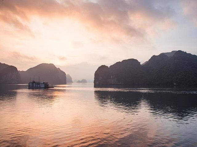 Sunrise Over Halong Bay With Cruise